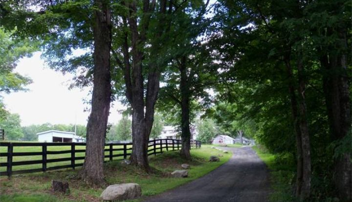 100 Meadow Hill Lane - Image 1