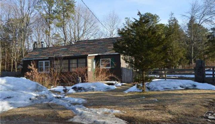448 Middle Country Rd - Image 1