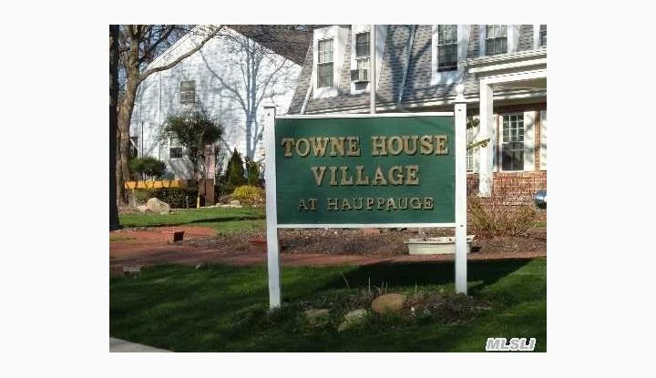 701 Towne House Vill Dr Hauppauge, NY - Image 1