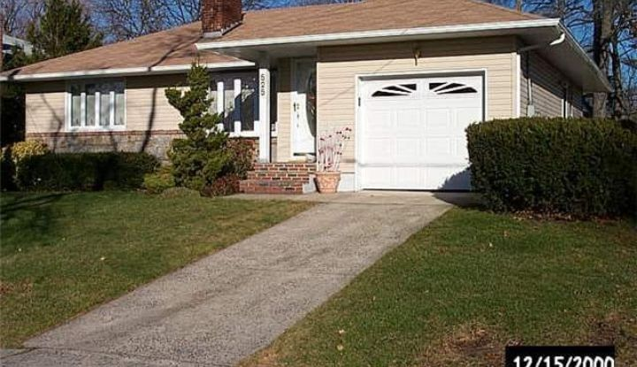 525 Foster Pl - Image 1