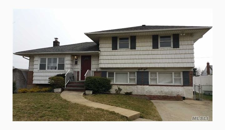 49 Brittany Dr Bethpage, NY - Image 1