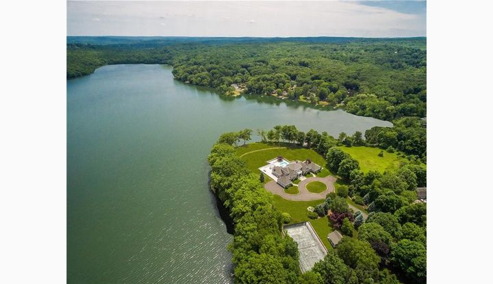 15 Taunton Lake Rd Newtown, CT 06470 - Image 1